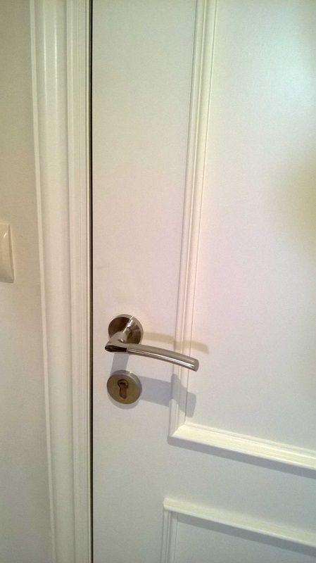 Puerta lacada cambio manillas