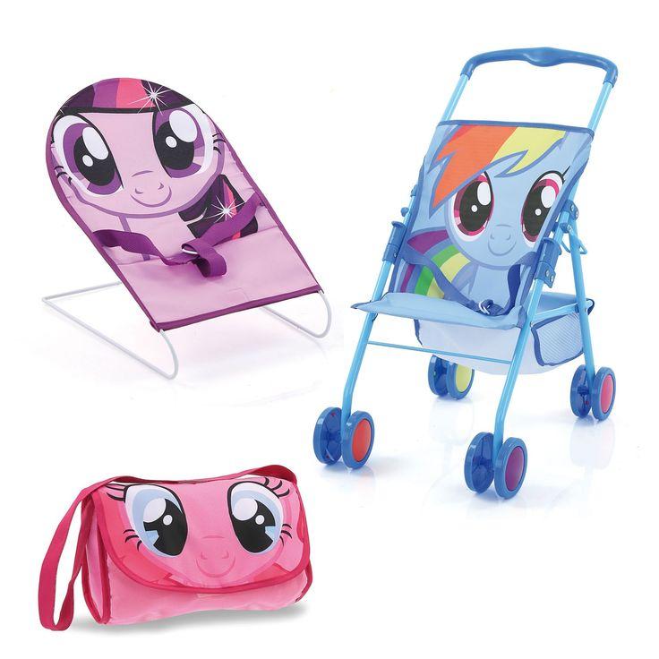 Deze My Little Pony set bevat een opvouwbare kinderwagen met een boodschappenmandje, een verschoontas en een stoeltje om de pop te voeden. Geschikt voor poppen tot 41 cm. Pop niet inbegrepen. Afmeting: verpakking 48 x 28 x 11,5 cm - Hauck My Little Pony Vriendschapsset, 3in1