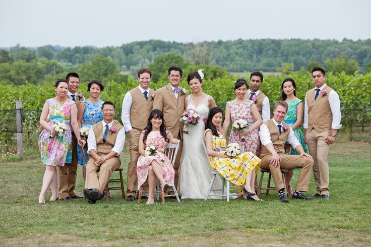 Beautiful bridal party photographed by www.livepixelsphotography.com