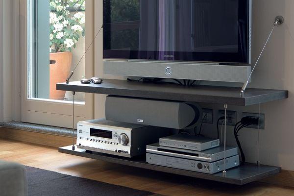 Il sistema a cavetti di TAHUMA può Decorare & Rinforzare anche le mensole PortaTV