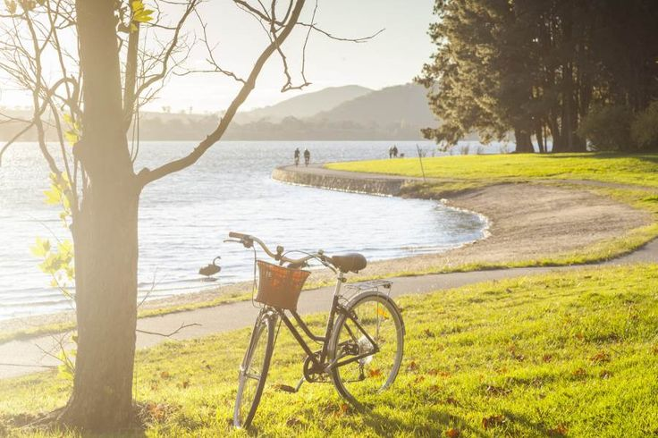 Lake Burley Griffin - Canberra - Australian Capital Territory | Qantas Travel Insider