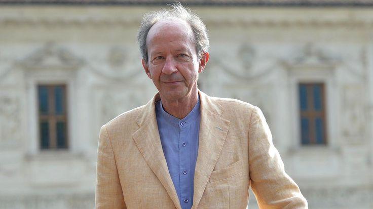 Giorgio Agamben zählt als Philosoph zu den großen europäischen Provokateuren. Ein Austausch über den  Ausnahmezustand des Kontinents und die Frage, was wir tun müssen, um nicht mit ihm unterzugehen.