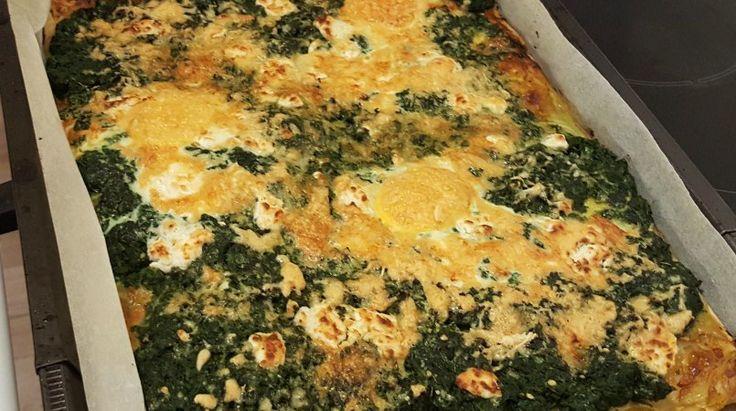 Een heerlijk budget recept: Plaattaart met spinazie en ei. Een heerlijke taart van bladerdeeg uit de oven voor 3 / 4 personen.