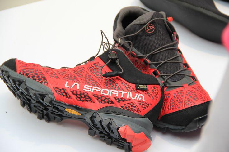 La Sportiva, voor de snelle wandelaar. De nieuwe wandelschoenen van La Sportiva.  Een nieuwe lijn wandelschoenen voor iedereen die van bergrennen en snel wandelen houdt. De schoenen zijn lichtgewicht, uitgerust met de nieuwe GORE-TEX® SURROUND™ technologie voor uitstekende ventilatie in de zool. #Lasportiva #bergen #outdoor #buitensport #uitrusting #wandelen #bergwandelen #outdoor2014
