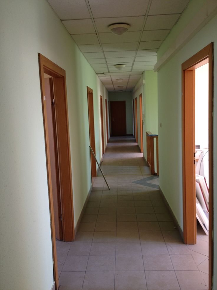 Még üres a folyosó a Tobak utcai nyelvsulinkban, március 30-án nyitunk! :)