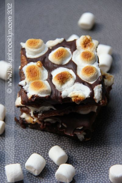 S'mores bark - chocolate and toffee covered graham crackers with toasted marshmallows! Perfect July 4th summertime dessert!