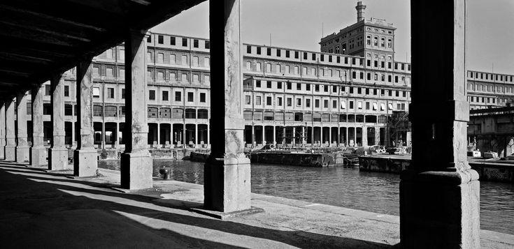 Gabriele-Basilico-Genova-1997-Courtesy-Gabriele-Basilico-and-Photo-Co.-Turin-Italy1.jpg 2.362×1.147 pixel