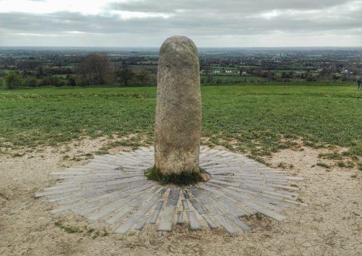 La pietra del Destino, il menhir sulla Collina di Tara dove risiedevano i Re Supremi d' Irlanda