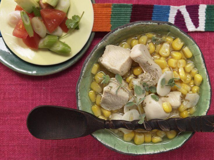 Mexikanische Limettensuppe - mit Hähnchen und Koriander - smarter - Kalorien: 251 Kcal - Zeit: 40 Min. | eatsmarter.de #suppe #suppen #eintopf #eatsmarter #rezept #rezepte #warm #herbst #fluessig #loeffeln #schale #heiss  #mexikanisch #mexiko #limette#haehnchen #haehnchenfilet #koriander