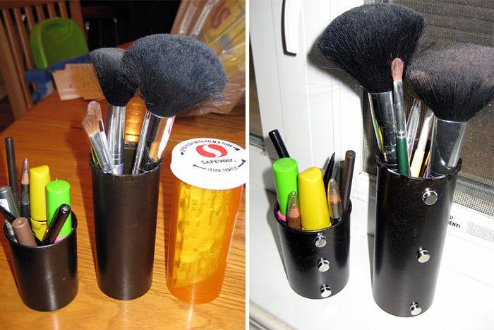 Toda mulher sabe o quão chato é ficar guardando e organizando as maquiagens toda hora, principalmente se você não tem espaço suficiente! Normalmente, guard