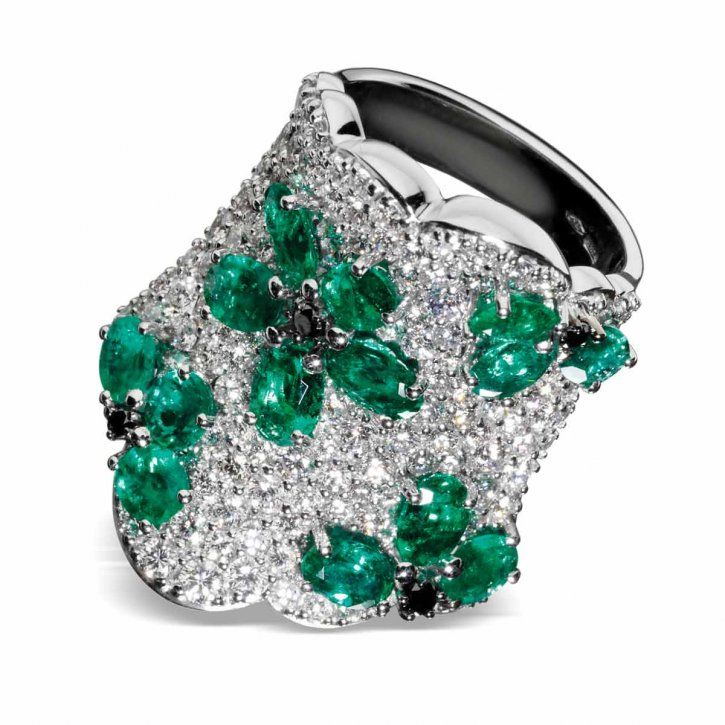 Emerald and diamond ring by Stefan Hafner