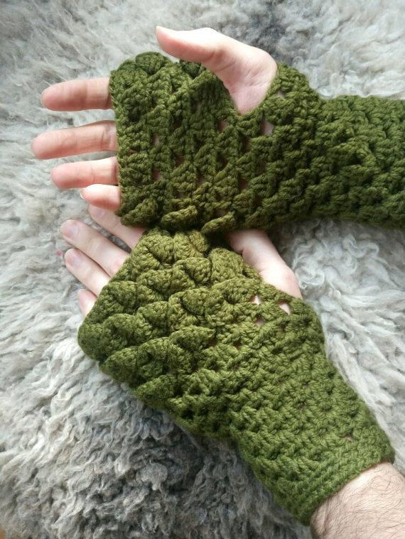 Check out this item in my Etsy shop https://www.etsy.com/uk/listing/501180608/mens-khaki-dragonscale-fingerless-gloves