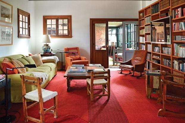 Estilo campo una casa reciclada con calidez libros - Casas con estilo ...