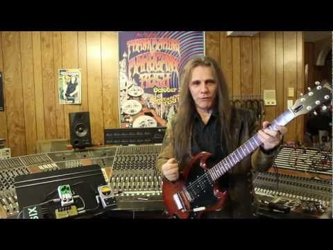 "Frank Marino demos the ""Pigtronix"" Philosopher's Tone and Fat Pedal."