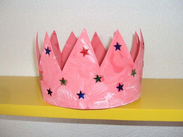 jolie couronne rose de lison r alis e avec un carton de la. Black Bedroom Furniture Sets. Home Design Ideas