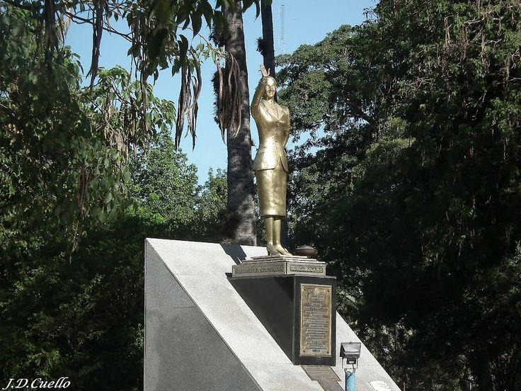 Plaza 25 de Mayo – Estatua de Eva Perón – Resistencia – Chaco