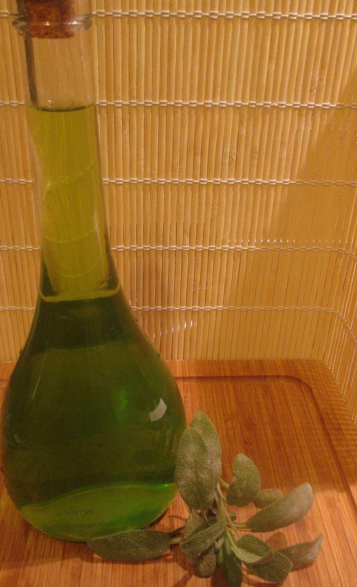 Liquore alla salvia http://blog.giallozafferano.it/cookingtime/liquore-salvia/