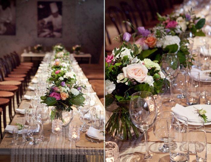 Цветочные композиции, декор машин живыми цветами, свадебный декор зала цветами, свадебный декор на прокат