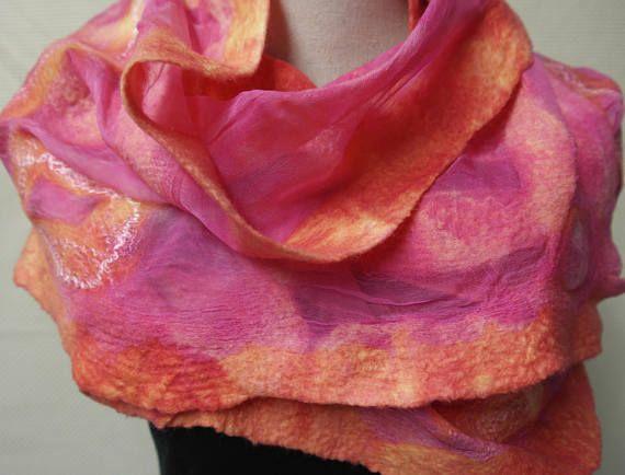 Vilten sjaal nuno felt zalm roze. Zijde wol shawl
