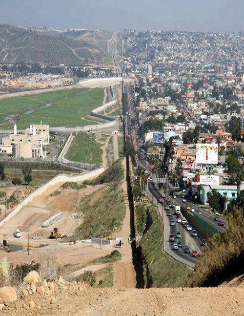 United States and Mexico Border. The Border is 1900 miles.