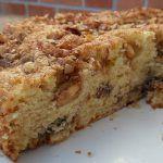 Bolo Crocante de Nozes,Este bolo é SOBERBO!!! É suave, fofinho, e muito mas mesmo muito CROCANTE! Cada trinca um pedaço de noz a desfazer-se… humm e canela? MAGNÍFICOOOO!!
