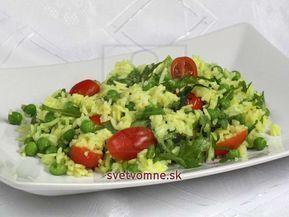 Recept na sýty výdatný šalát z basmati ryže na kari a hráškom.