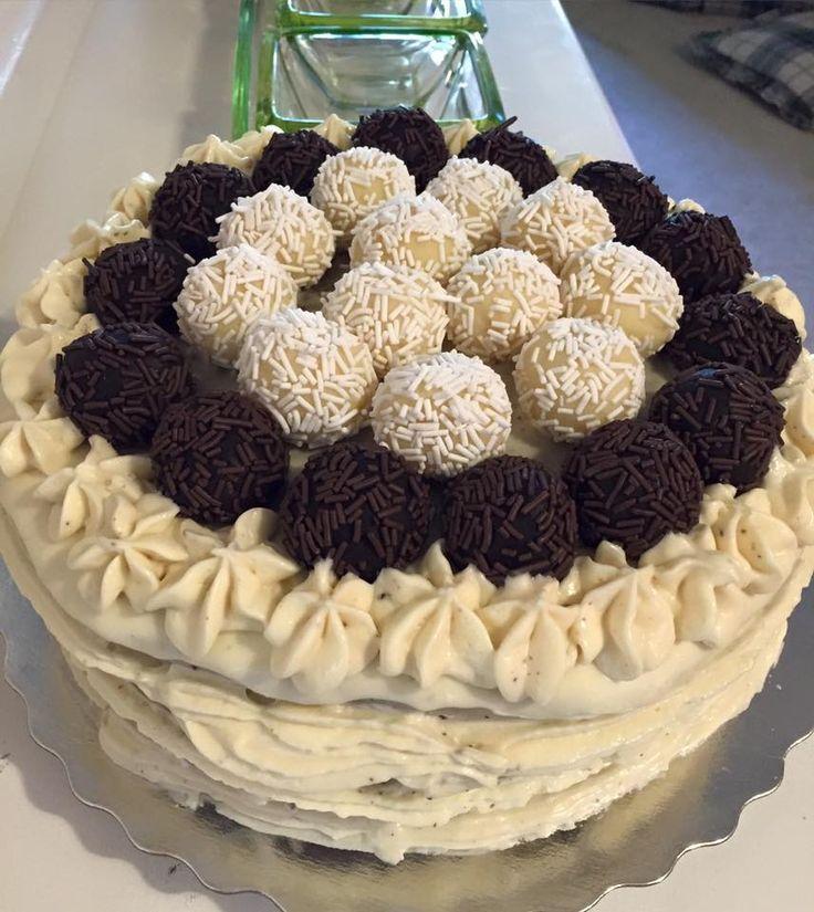 Naked Cake Belga Trufado e Brigadeiros Preto e Branco