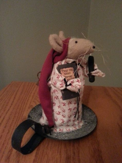 "Clare the Primitive Christmas Mouse by HannahsNook on Etsy <a href=""https://www.etsy.com/listing/266758562/clare-the-primitive-christmas-mouse"" rel=""nofollow"" target=""_blank"">www.etsy.com/...</a>"