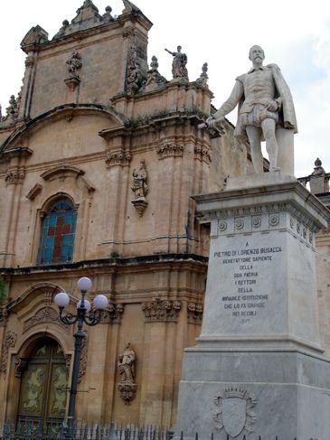 Scicli - Piazza Busacca - Chiesa del Carmine