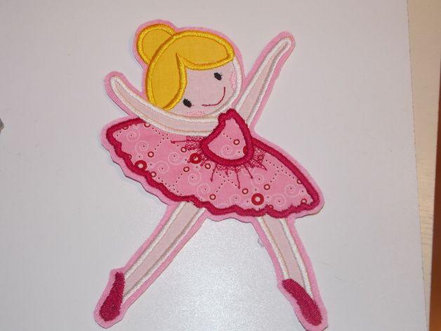 Applikation  Ballerina  Die Ballerina wurde mit der Stickmaschine auf hochwertigem Kunstfilz gestickt. Gerne nehme ich auf Wunsch auch andere Farben.  Zum effektvollen aufwerten von Kleidung,...