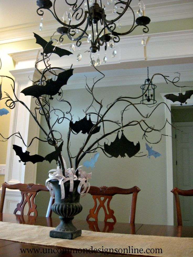 The perfect spooky centerpiece for Halloween. A #DIY Paper Bat Halloween Tree.