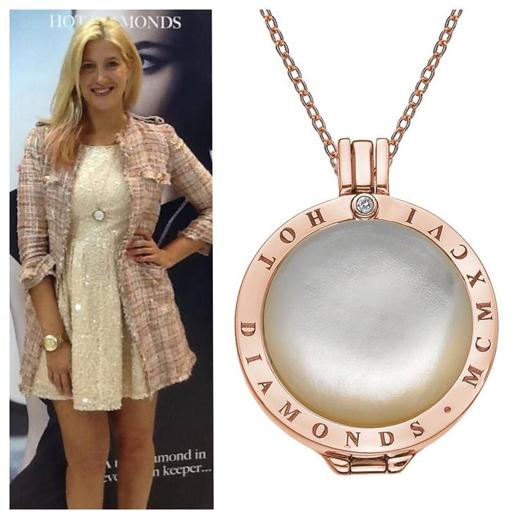 Made in Chelsea star Cheska Hull came down to our Hot Diamonds stand at the International Jewellery London. Cheska met and posed for photos with many Hot Diamonds retailers and is a big fan of Emozioni! Here she is looking fab in her Emozioni necklace!
