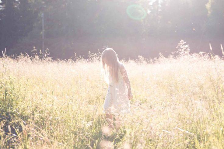 Lapsikuvaus niityllä - Kids photography on a field.