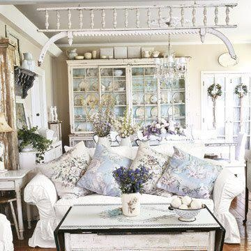 WOW, love the color combinations ... need someone to design a room like this for me!  WOW!