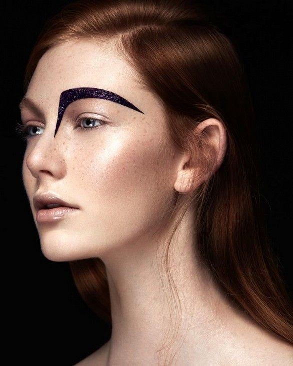 Maquillage sourcil noir / graphic