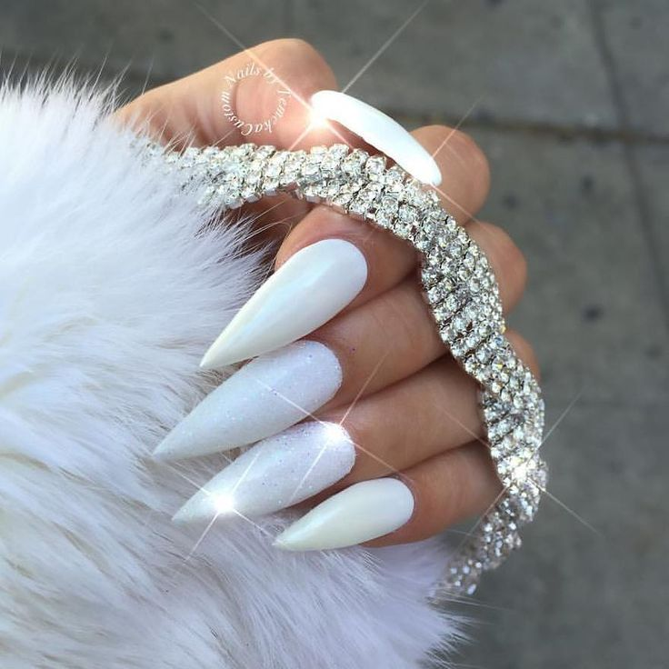 White Chrome x Crystal Clear Glitter Dust! 💖 Via @customtnails1 💅 Shop nail supplies 👉Dailycharme.com