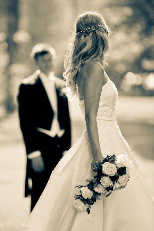 Was für ein schönes Bild, ich würde diesen Moment des Bräutigams und der Braut lieben