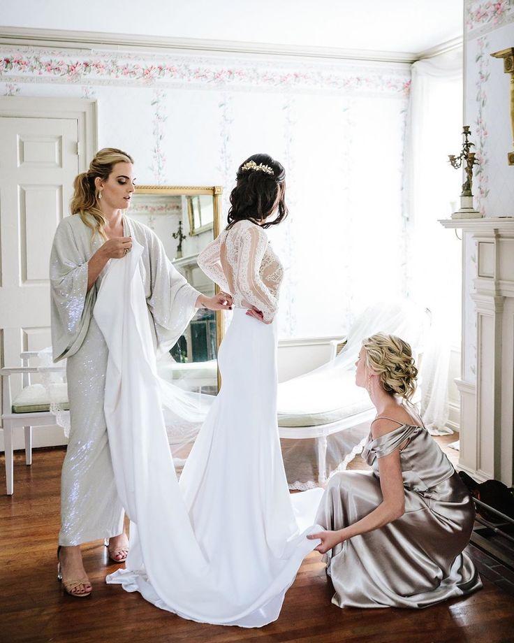 Hello October 🍂 Photo by STUDIO 1208 at @lindinplace Bristol, RI 🌾 • • • • • • #bridalhairstylist #weddingmakeup #riweddings #wedd