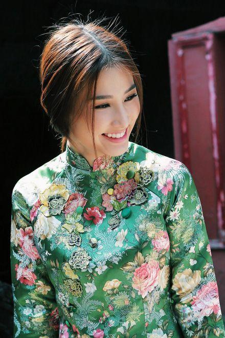 Diễm My 9X đẹp tinh khôi với áo dài xưa - VnExpress Giải Trí: