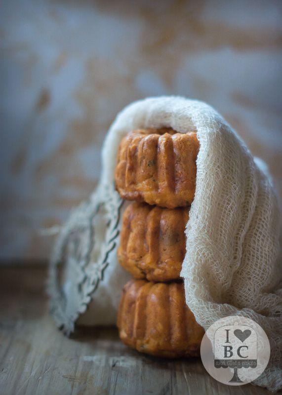 Mini Bundts de queso de cabra, pasas y albahaca