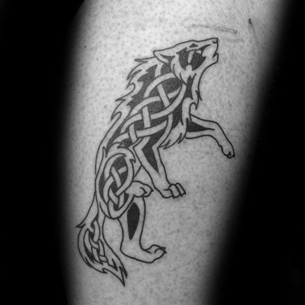 50 Keltische Wolf Tattoo Designs Fur Manner Knotwork Ink Ideen Mann Stil Tattoo In 2020 Simple Wolf Tattoo Tattoo Designs Men Celtic Wolf Tattoo