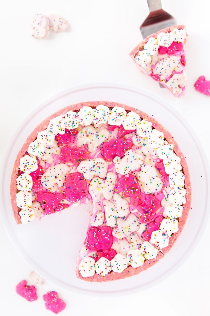 No-Bake Frosted Circus Animal Cookie Cheesecake