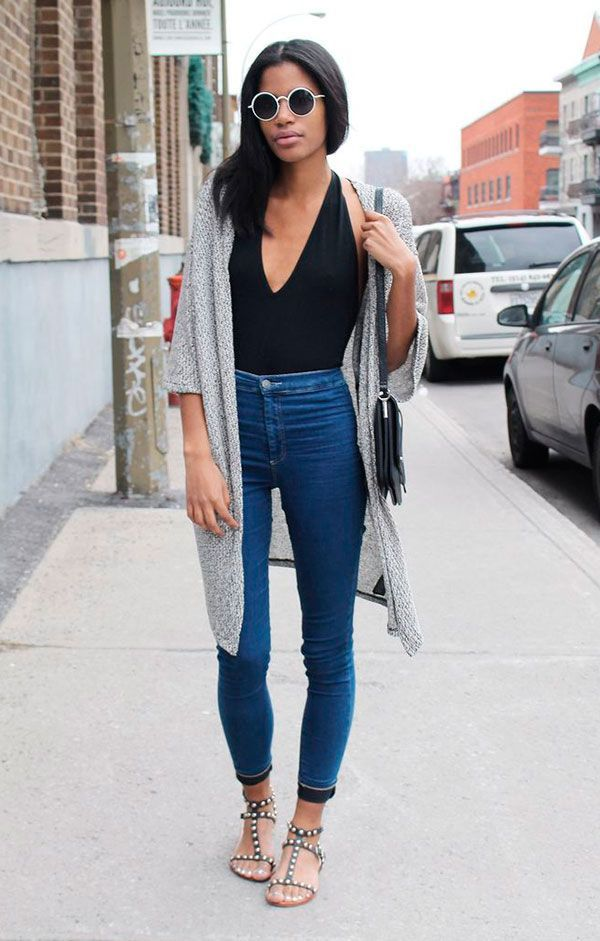 Look street style para inverno usando bodysuit e calça