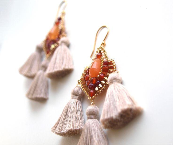 Φούντα σκουλαρίκια με χάντρες κορνεόλη πέτρα