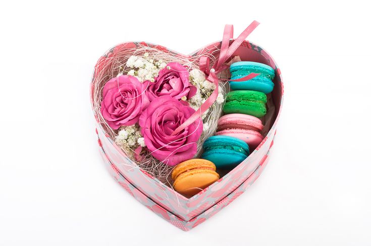 Roses and french macaroons.