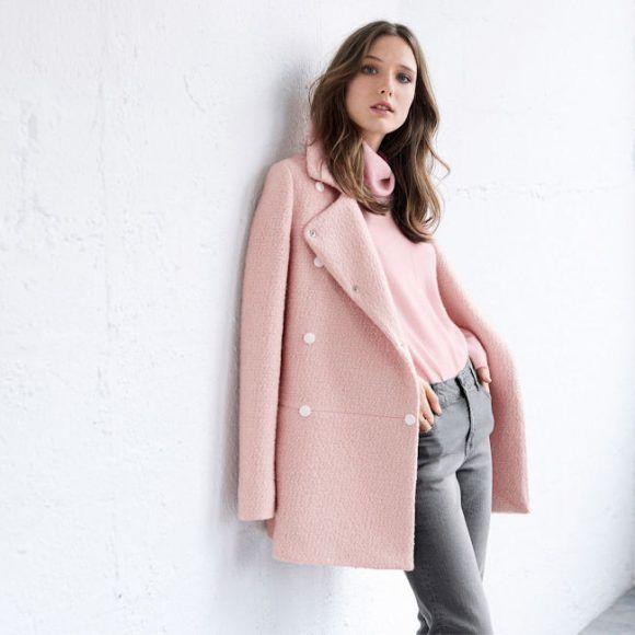 Manteau rose clair + jean gris : un duo de couleurs qui fonctionne toujours >> http://www.taaora.fr/blog/post/manteau-rose-laine-bouclette-jean-slim-gris-look-automne-hiver