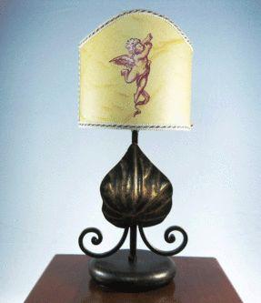 abat-jour-puttino.gif_Lume in ferro battuto lavorazione artigianale con ventolina dipinta a mano il puttino