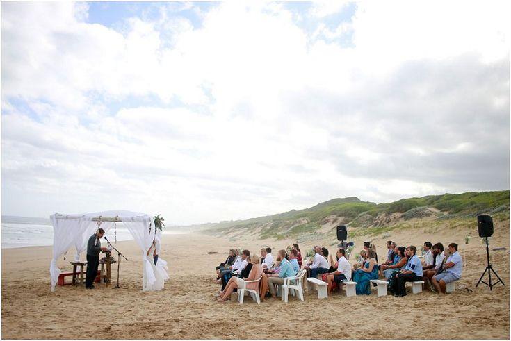 Enrico en Carike se selfdoen strand troue | Mooi Troues
