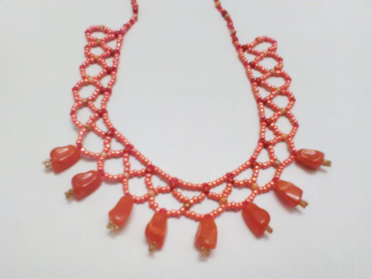 Collier ras du cou en dentelle orange et rouge et des cristaux d'ambre : Collier par crochet-et-bijoux-unique