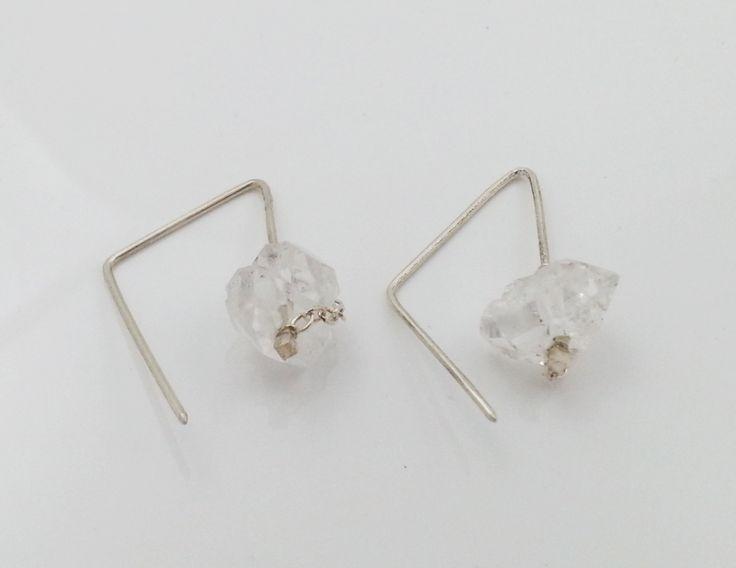 Silver HERKIMER earring. Rough rock crystal. Geometrical hoop earring. Handmade earring.  Raw crystal. Quartz crystal. Herkimer diamond door LiesWambacqJewelry op Etsy